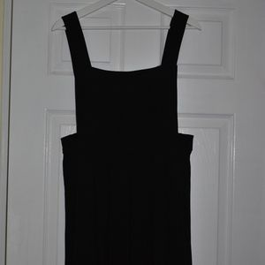 Forever 21 | Black Pinafore with Pleats (Size L)